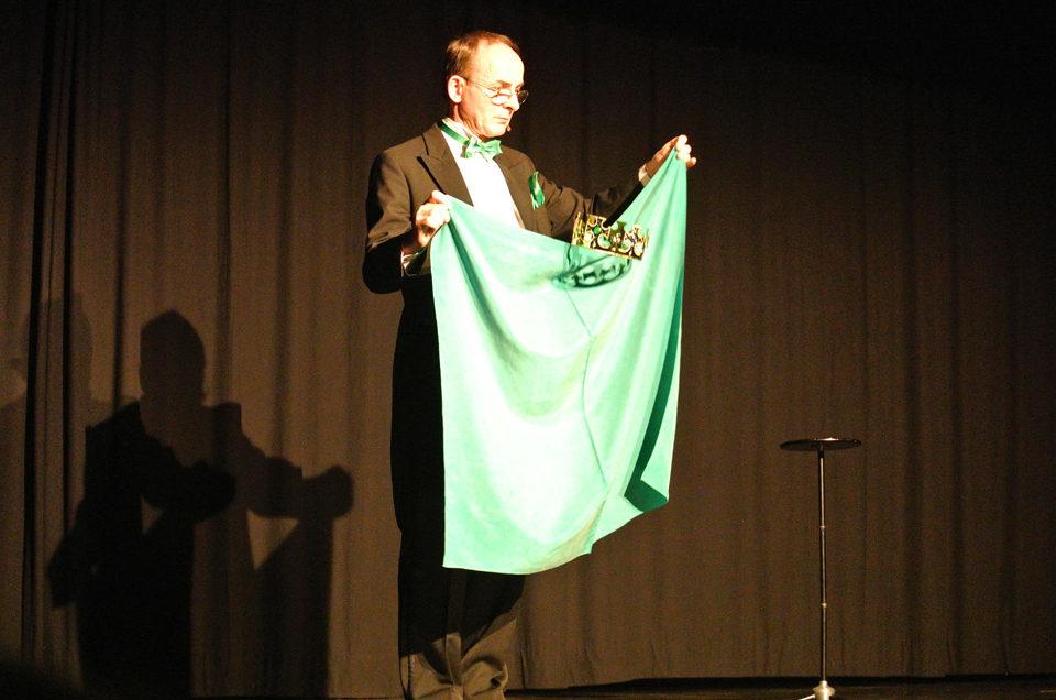 Zauberer Bert Rex sorgt an der Soiree Magic für tosendes Gelächter